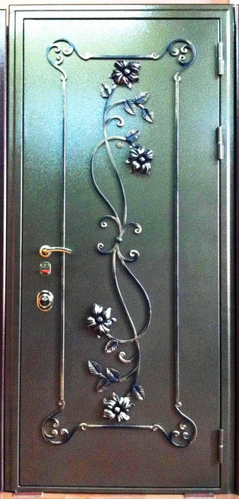 стальные с элементами ковки двери