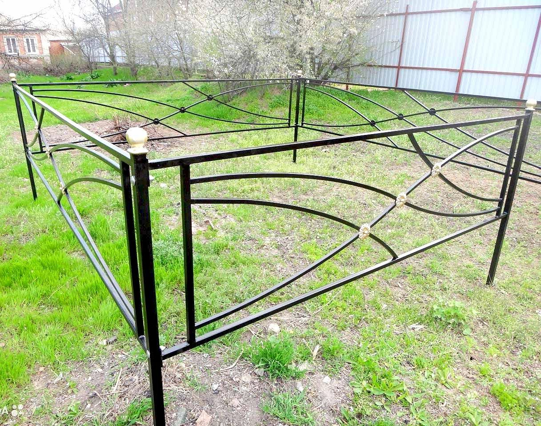 Установка оградки на могилу своими руками