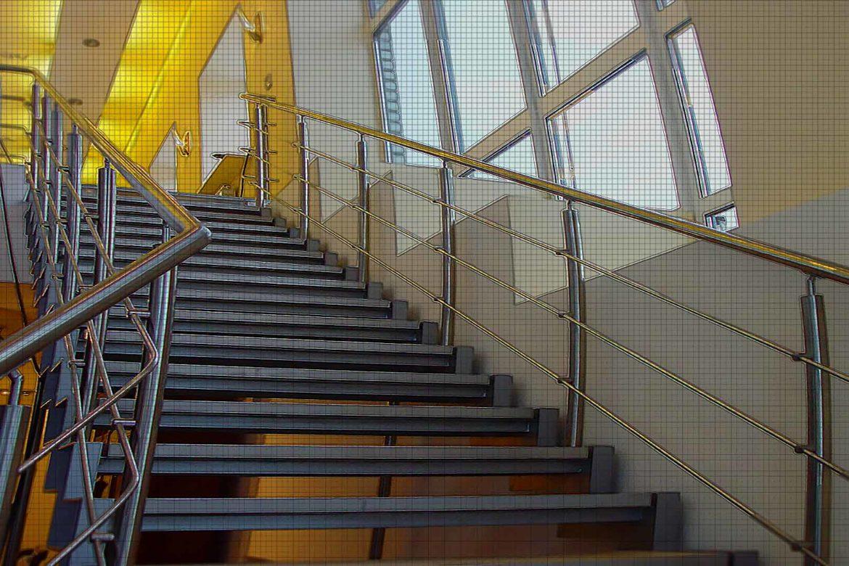 лестница с перилами нерж