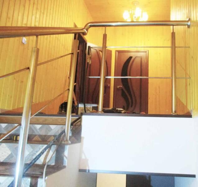 нержавеющие перила на лестнице