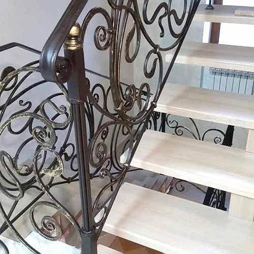 Поручни для лестницы с ковкой